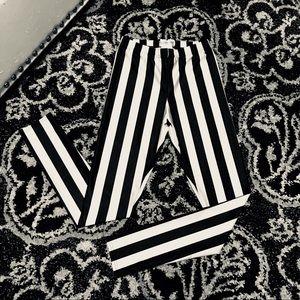 Ladies black & white striped leggings medium NEW